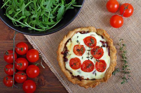 RECIPE MAIN IMAGE Tartelettes au chèvre frais et aux tomates cerises