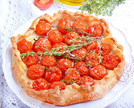 RECIPE MAIN IMAGE Tarte Tatin à la tomate, au chèvre et au thym