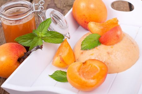 RECIPE MAIN IMAGE Blanc-manger aux abricots