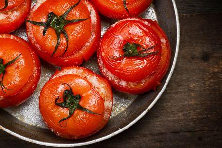 RECIPE MAIN IMAGE Tomates farcies aux amandes et aux abricots