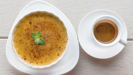 RECIPE MAIN IMAGE Crème brûlée moka aux noix
