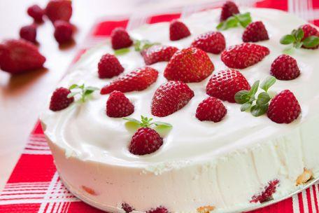 RECIPE MAIN IMAGE Gâteau aux amandes et au chocolat blanc