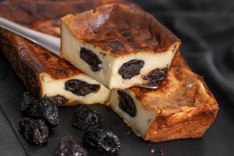 RECIPE MAIN IMAGE Far breton aux pruneaux, aux dattes et abricots secs