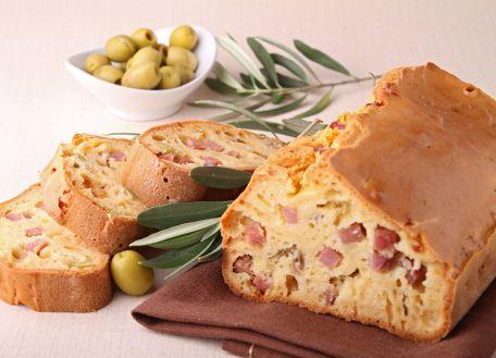 RECIPE MAIN IMAGE Cake aux olives et aux lardons