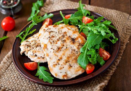 RECIPE MAIN IMAGE Poulet grillé à l'ail et au yaourt
