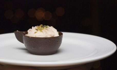 RECIPE MAIN IMAGE Mousses au chocolat blanc et marmelade de pomelos au sirop d'érable