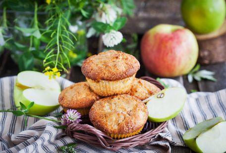 RECIPE MAIN IMAGE Muffins aux pommes, aux dattes et au fromage blanc