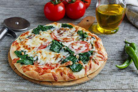 RECIPE MAIN IMAGE Pizza chorizo et pousses d\'épinard