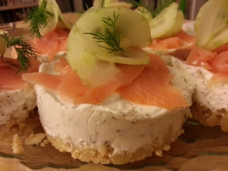 RECIPE MAIN IMAGE Cheese-cake au concombre et saumon fumé