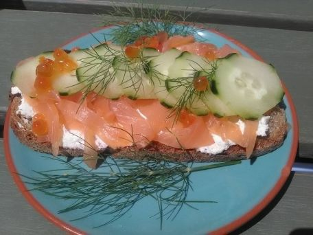 RECIPE MAIN IMAGE Tartine saumon concombre