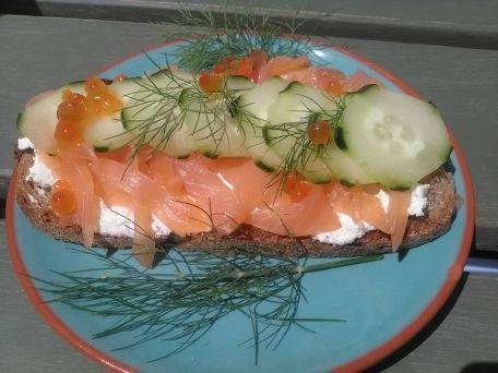 RECIPE MAIN IMAGE Tartine saumon concombre