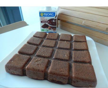 RECIPE MAIN IMAGE Moelleux à la betterave et crème dessert Bjorg
