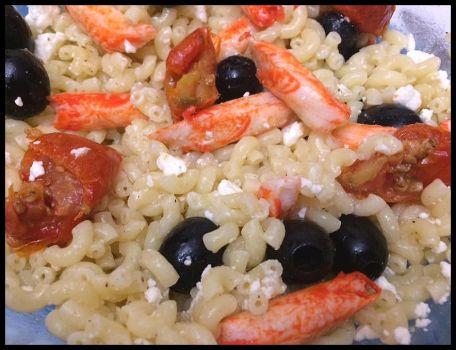 RECIPE MAIN IMAGE Salade de pâte bouchée goût crabe feta/olives