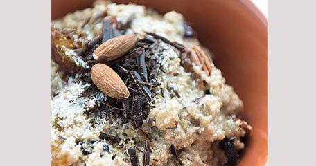 RECIPE MAIN IMAGE Porridge de quinoa aux noix, dattes et chocolat noir