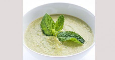 RECIPE MAIN IMAGE Soupe de brocolis à la menthe et au quinoa