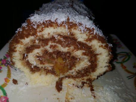 RECIPE MAIN IMAGE Roulé ganache chocolat noir et orange - noix de coco
