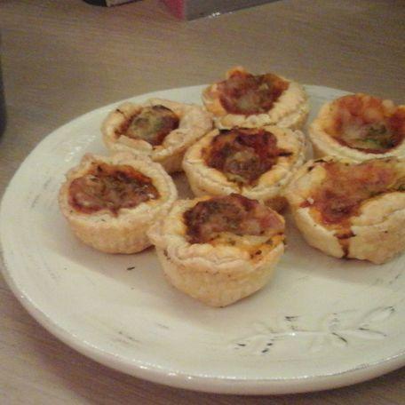 RECIPE MAIN IMAGE Mini pizza pour l\'aperitif