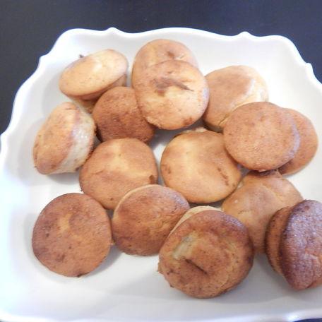 RECIPE MAIN IMAGE Muffins meolleux sans gluten chocolat blanc, caramel et bananes