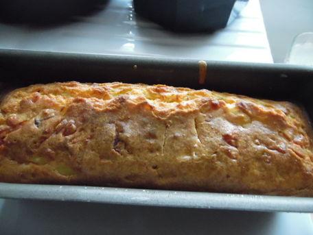 RECIPE MAIN IMAGE Cake au gruyère, aux oignons et aux petits lardons