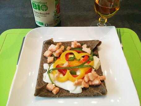 RECIPE MAIN IMAGE Galette de blé dur au saumon oeuf fromage et poivrons