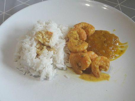 RECIPE MAIN IMAGE Crevettes au lait de coco, curry et gingembre