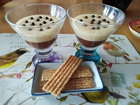 RECIPE MAIN IMAGE Mousse au chocolat noir et blanc