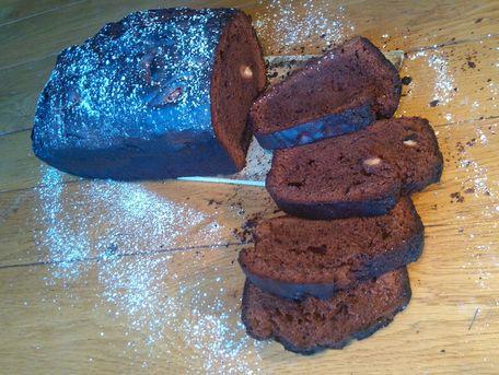 RECIPE MAIN IMAGE Cake moelleux au chocolat et amandes grillées