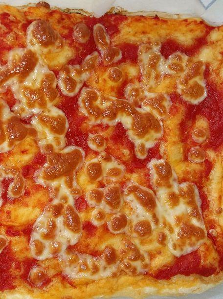 RECIPE MAIN IMAGE Pizza à la maison (sauce tomate)