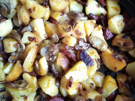 RECIPE MAIN IMAGE Poêlée de pommes de terre au chorizo et aux champignons