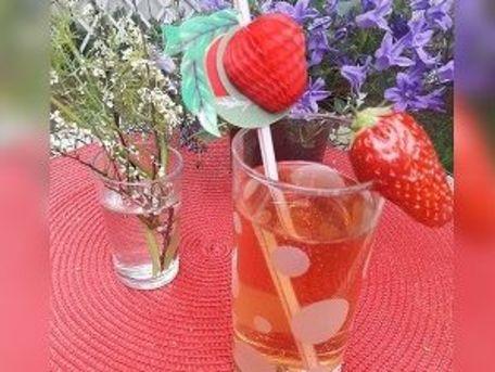 RECIPE MAIN IMAGE Cocktail vodka, jus de pomme et gingembre râpé