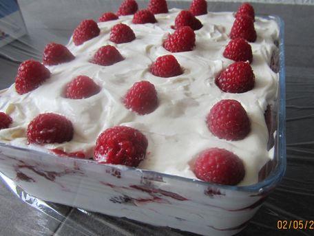 RECIPE MAIN IMAGE Tiramisu au biscuits roses de Reims et framboises fraiches