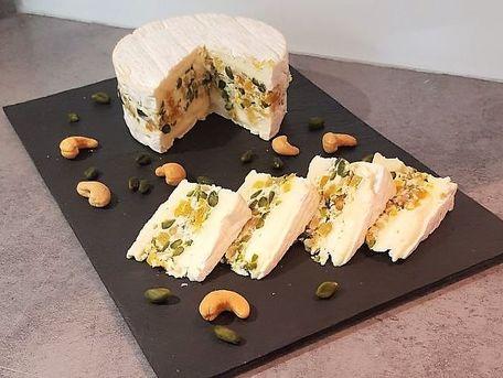 RECIPE MAIN IMAGE Camembert aux fruits secs et mascarpone