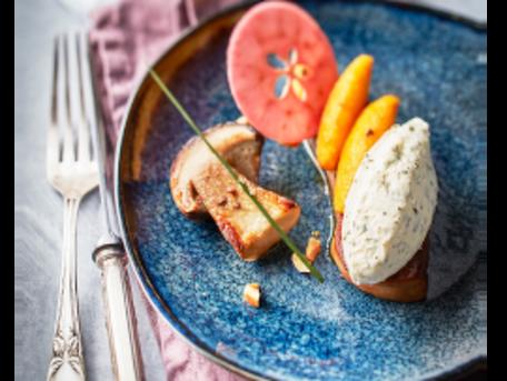 RECIPE MAIN IMAGE Foie gras poêlé, Tartare® Ail Sauvage, cèpes & pommes caramélisés
