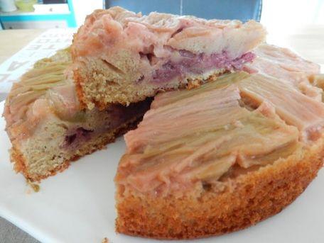 RECIPE MAIN IMAGE Gâteau à la rhubarbe et fraise