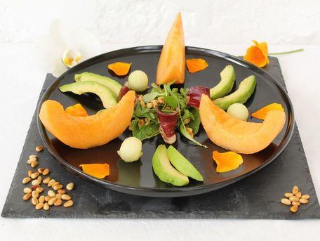 RECIPE MAIN IMAGE Assiette fraîcheur,  sucré salé ,melons, avocat et magret fumé