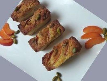 RECIPE MAIN IMAGE Mini cake aux abricots moelleux et pistaches croquantes