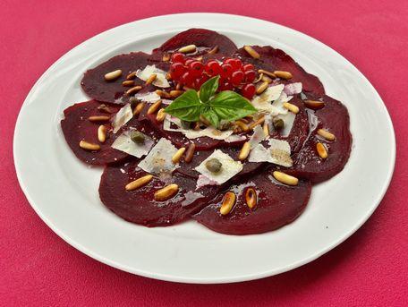 RECIPE MAIN IMAGE Carpaccio betteraves rouges parmesan et pignons de pin