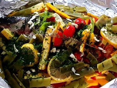 RECIPE MAIN IMAGE Loup en papillote et petits légumes variées cuisson barbecue.