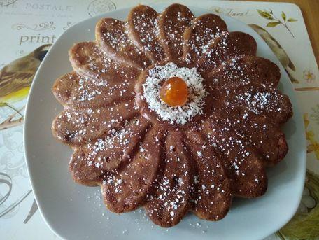 RECIPE MAIN IMAGE Gâteau aux pommes, raisins secs et noix de coco