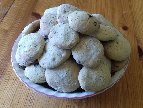 RECIPE MAIN IMAGE Cookies au yaourt de soja, crème d'amande et pépites de chocolat
