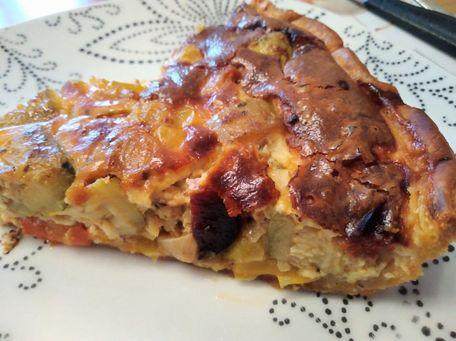 RECIPE MAIN IMAGE Tarte feuilletée aux poivrons, courgettes, chorizo, gorgonzola et parmesan