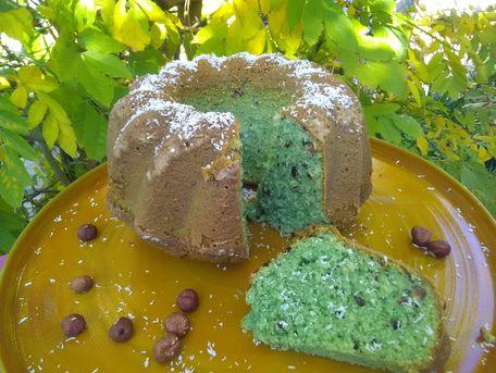 RECIPE MAIN IMAGE Gâteau moelleux noix de coco et noisettes