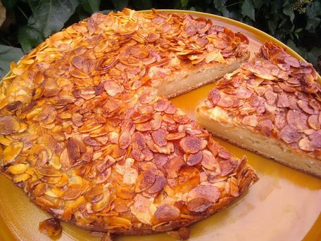 RECIPE MAIN IMAGE Gâteau doré moelleux aux amandes et miel