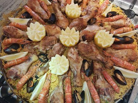 RECIPE MAIN IMAGE Paëlla de Sète pour 30 personnes !