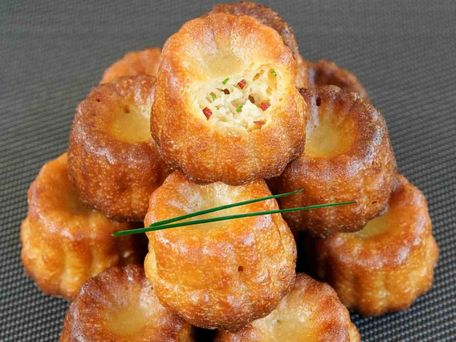 RECIPE MAIN IMAGE Cannelés de Bordeaux au crabe