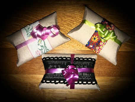 ADVICE MAIN IMAGE Pochette cadeau avec rouleau papier toilette