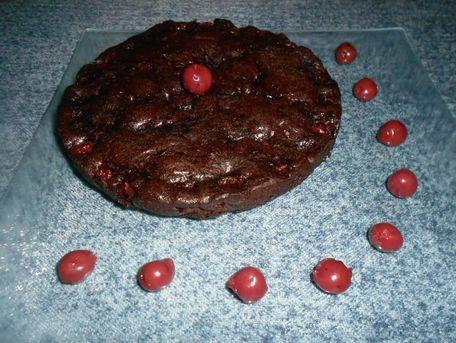 RECIPE MAIN IMAGE Gâteau moelleux au chocolat et aux griottes.