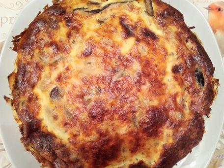 RECIPE MAIN IMAGE Quiche sans pâte au thon et aux champignons .