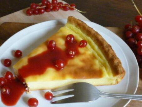 RECIPE MAIN IMAGE Flan pâtissier à la vanille et coulis de groseilles