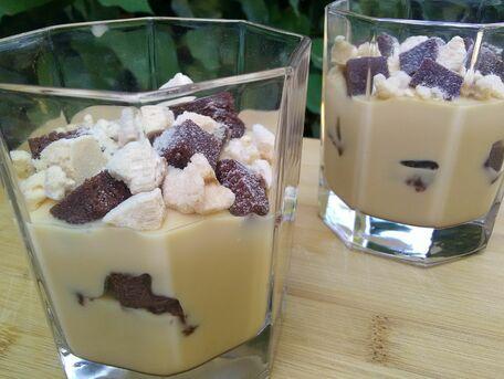 RECIPE MAIN IMAGE Délice de crème Mont Blanc vanille au muffin chocolat et meringue